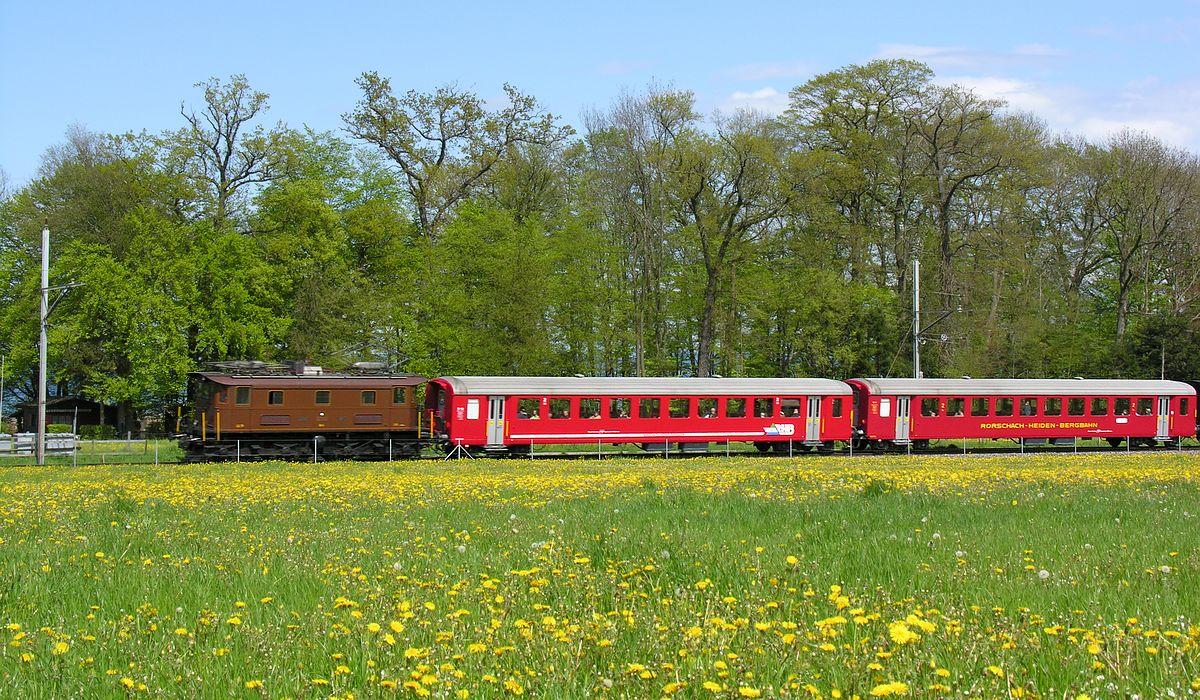 Be 4/4 Bt-14 mit 2 roten Personenwagen EW I der RHB auf der Seelinie währende den Extrafahrten zur Arbon Classics 01. Mai 2008 | Bild: Denise Giesser