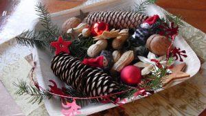 Weihnachtliche Dekoration in einem Teller 28.11.2009 | Bild: H.U. Kneuss