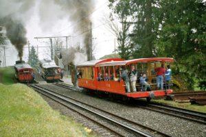 3 Züge der VRB, 2 davon mit Dampflok am 01. Mai 2004 | Bild: U. Müller