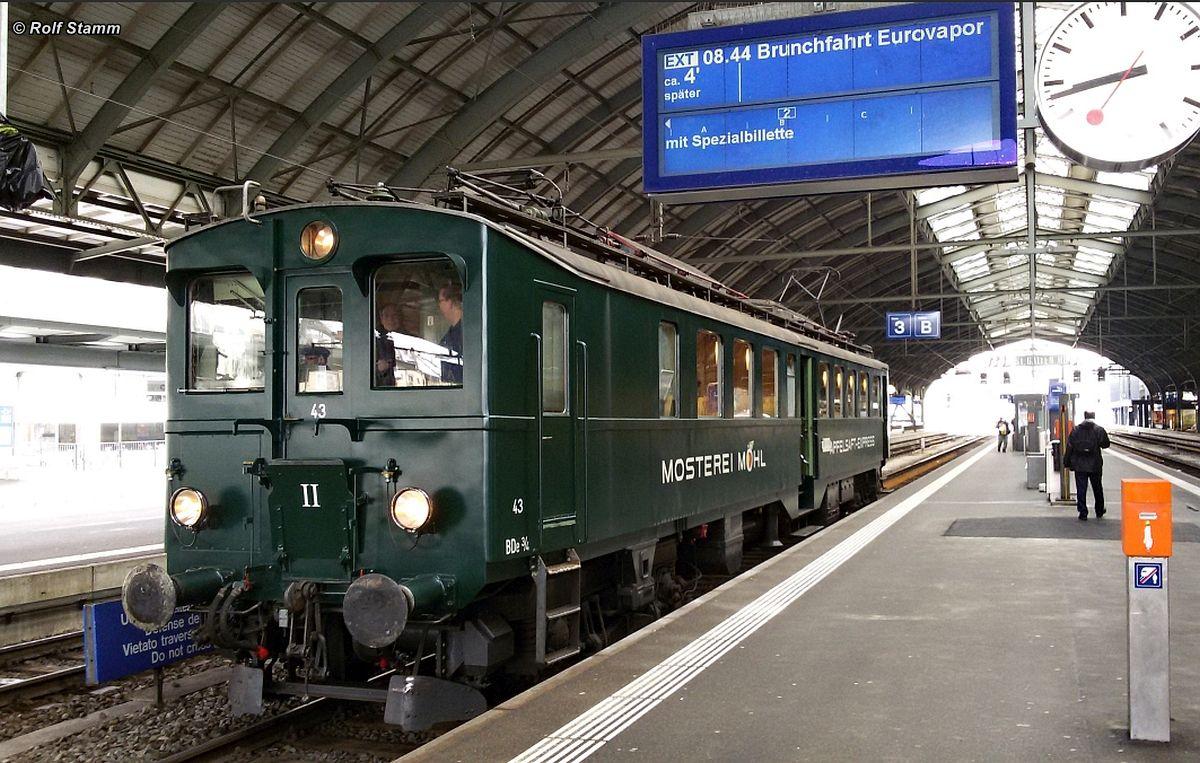 Apfelsaft-Express BDe 3/4 43 wartet in der Halle des Bahnhofs St. Gallen auf Gleis 3 auf die nächste Runde der Brunchfahrten am 06. März 2016 | Bild: Rolf Stamm