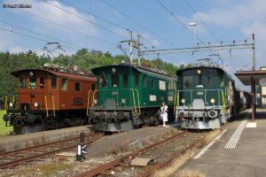 Drei Be 4/4 der ehemaligen Bodensee-Toggenburg-Bahn stehen im Bahnhof Neukirch nebeneinander: BT-14 in braun/schwarz, BT-11 in grün/dunkelgrau, BT-15 in grün/hellgrau. 26. September 2015 | Bild: Frank Wilhelm