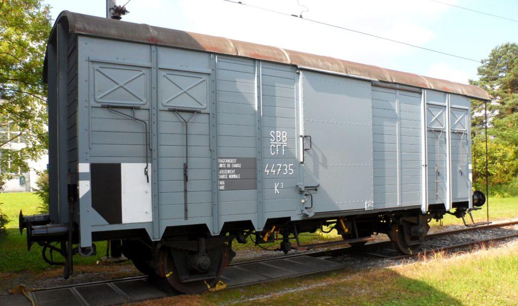 Gedeckter Güterwagen K3 44735 nach der Aufarbeitung in schönem Grau und Anschriften vor der Remise in Sulgen 02. Juli 2011. Bild: M. Simmons