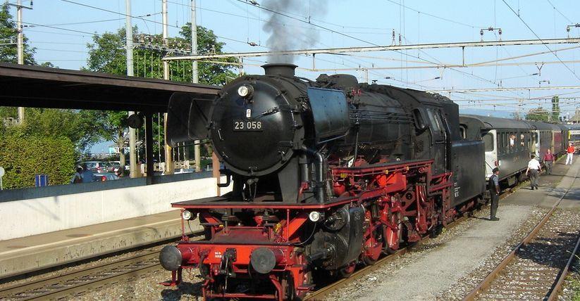 Eurovapor Dampflok in Horgen, am Haken grüne RIC-Wagen des ehemaligen Nostalgie-Rhein-Express
